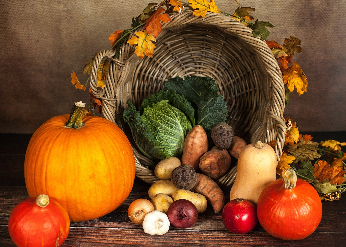 Thanksgiving basket with fruits and vegetables